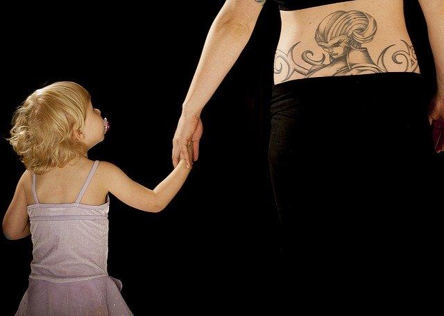 タトゥーを消す痛みは出産の次に痛い